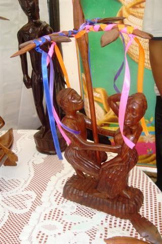 artesanias-palo-de-mayo-en-la-raas-custom