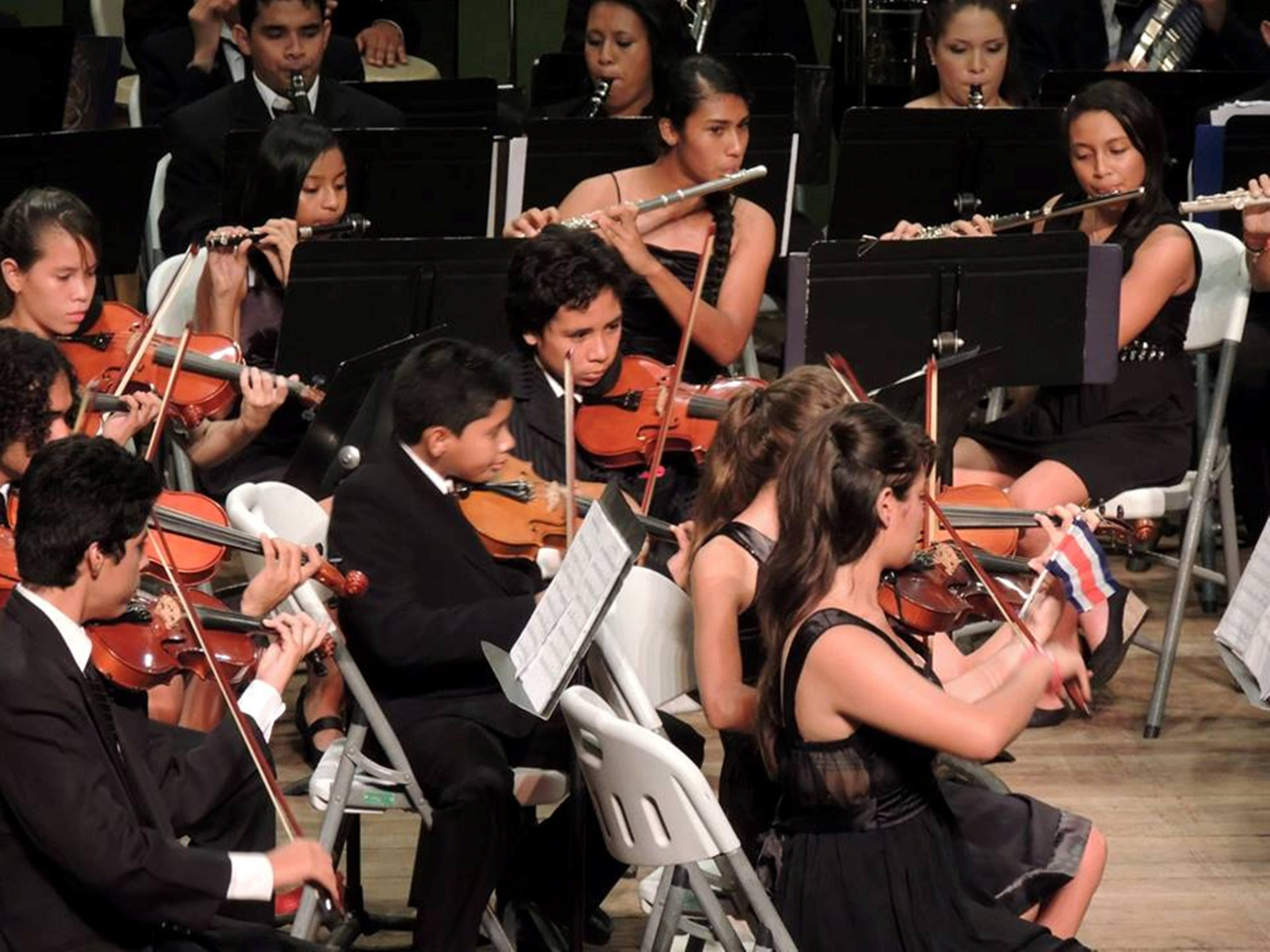 La Escuela de Artes Musicales, junto con la Orquesta Sinfónica 25 de julio y la Banda Sinfónica de la Municipalidad se presentarán.