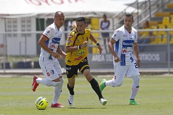 Foto Nación, Martínez en el Torneo de Copa ante Cartaginés.