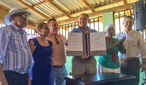 Firma de Nueva Ley en Refugio Ostional