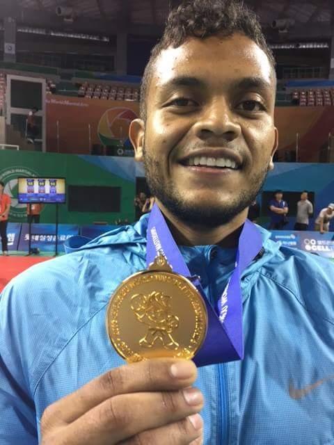 Ronald Iván, obtuvo medalla de oro por tener el mejor rendimiento físico.