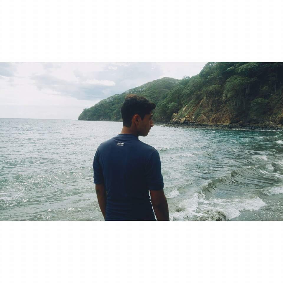 El joven era amante de la playa.